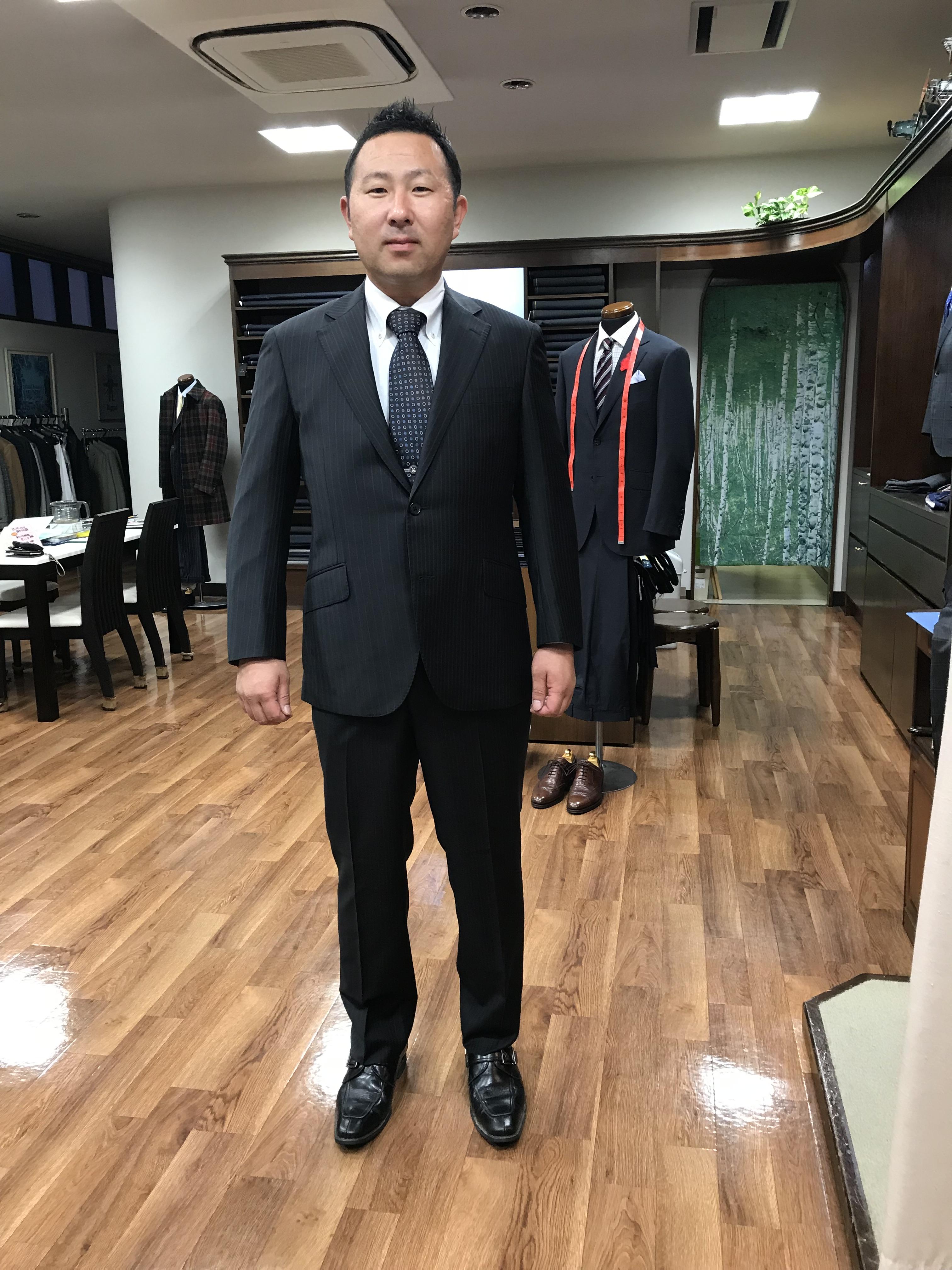 このスーツを着ると浮き浮きした気分になります!